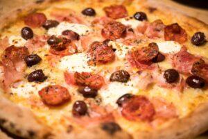 salamino olive e mozzarella di bufala pizzeria trofarello